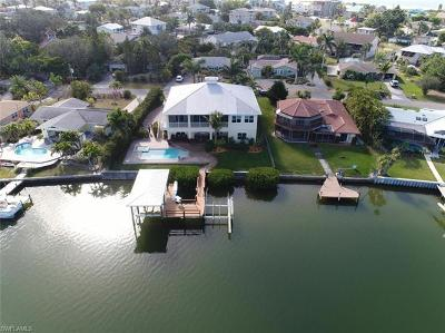 Fort Myers Single Family Home For Sale: 8051 Lagoon Rd