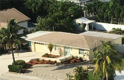 Fort Myers Beach Single Family Home For Sale: 7859 Estero Blvd