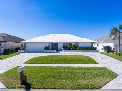 Marco Island Single Family Home For Sale: 346 Edgewater Ct