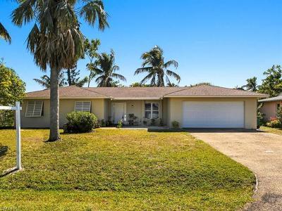 Naples Single Family Home For Sale: 4846 Molokai Dr