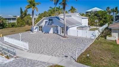 Fort Myers Single Family Home For Sale: 8151 Estero Blvd