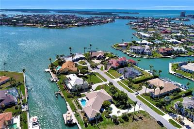 Marco Island Single Family Home For Sale: 561 Hammock Ct