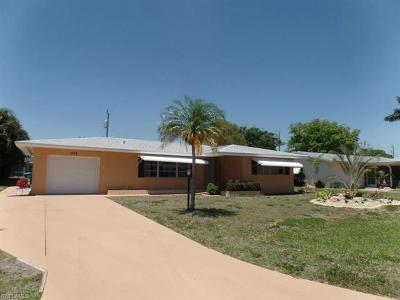 Cape Coral Single Family Home For Sale: 539 Coral Dr