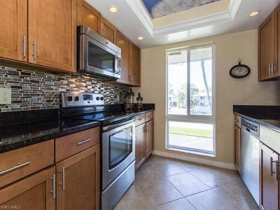 Glades Country Club Condo/Townhouse For Sale: 233 Palm Dr #2