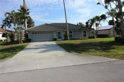 Naples Single Family Home For Sale: 109 Newport Cay