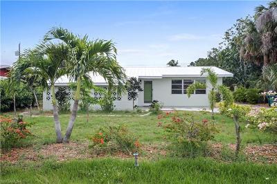 Naples Single Family Home For Sale: 4931 Aztec Cir