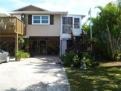 Fort Myers Beach Single Family Home For Sale: 106 Lovers Ln