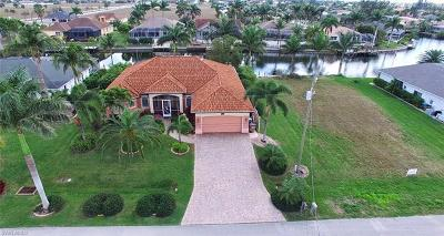 Cape Coral Single Family Home For Sale: 2112 SW 40th Ter