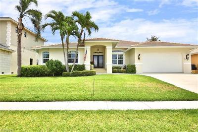 Marco Island Single Family Home For Sale: 131 Bonita Ct