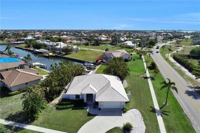 Marco Island Single Family Home For Sale: 1530 Winterberry Dr