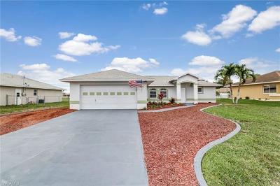 Cape Coral Single Family Home For Sale: 221 Nicholas Pky W