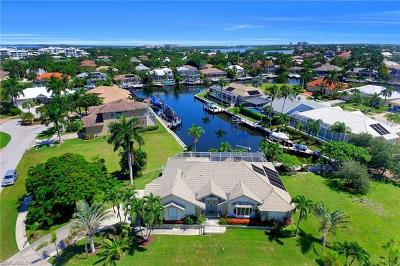 Bonita Springs, Cape Coral, Estero, Fort Myers, Fort Myers Beach, Marco Island, Naples, Sanibel, Captiva Single Family Home For Sale: 370 Cottage Ct