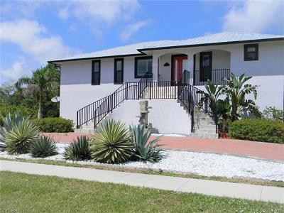 Marco Island Single Family Home For Sale: 811 Scott Dr