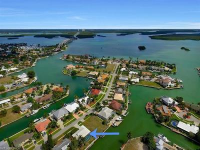 Marco Island Single Family Home For Sale: 639 Bimini Ave
