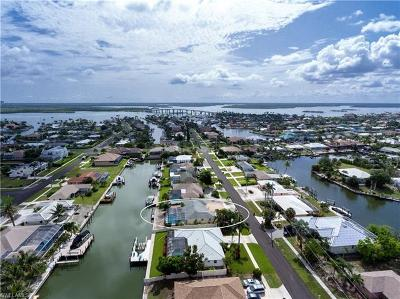 Marco Island Single Family Home For Sale: 1140 Martinique Ct
