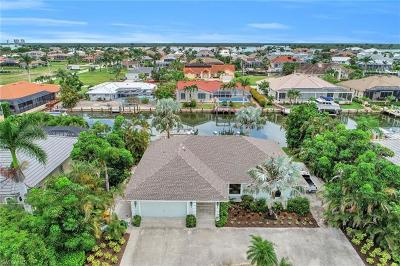Marco Island Single Family Home For Sale: 289 N Barfield Dr