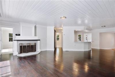 Naples Single Family Home For Sale: 1147 Mockingbird Ln