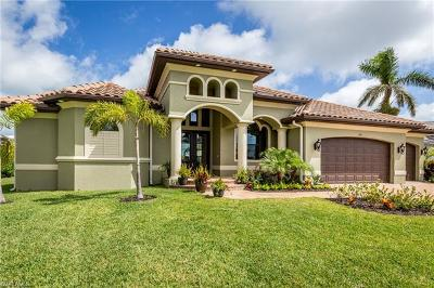 Marco Island Single Family Home For Sale: 616 Somerset Ct