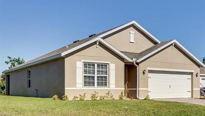 Fort Myers Single Family Home For Sale: 8117 Sandpiper Rd