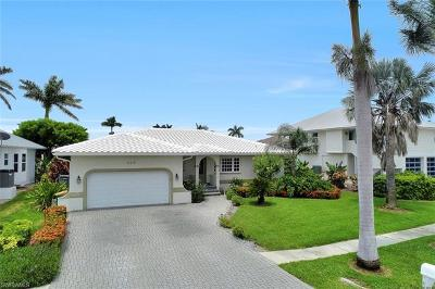 Marco Island Single Family Home For Sale: 224 Seahorse Ct