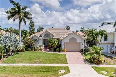 Marco Island Single Family Home For Sale: 1124 Breakwater Ct