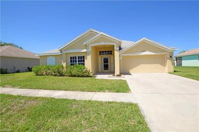 Lehigh Acres Single Family Home For Sale: 4676 Varsity Cir