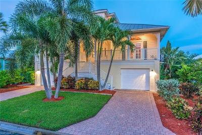 Bonita Springs Single Family Home For Sale: 27111 Flamingo Dr