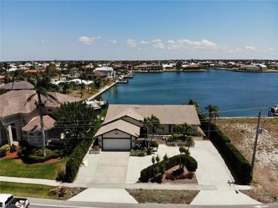 Marco Island Single Family Home For Sale: 75 Landmark St