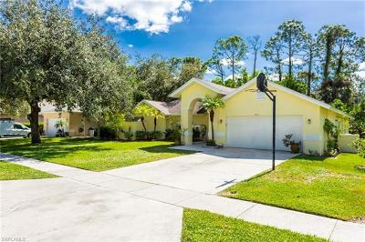 Naples Single Family Home For Sale: 264 Willoughby Dr