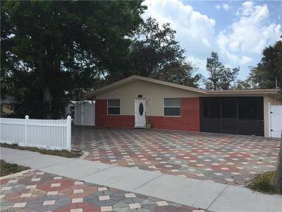 Naples Single Family Home For Sale: 2396 Bayside St