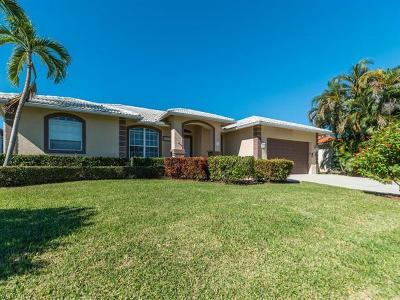 Marco Island Single Family Home For Sale: 680 Wren St