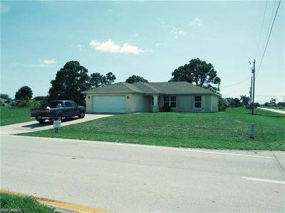 Cape Coral Single Family Home For Sale: 212 Chiquita Blvd N