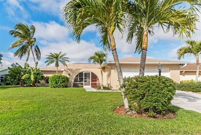Naples Single Family Home For Sale: 4650 Chippendale Dr
