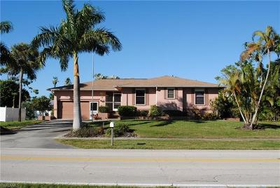 Marco Island Single Family Home For Sale: 474 Yellowbird St