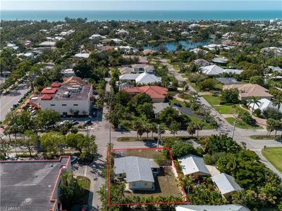 Olde Naples Single Family Home For Sale: 476 7th St N