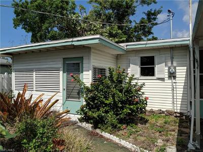 Naples Single Family Home For Sale: 1025 Trail Terrace Dr