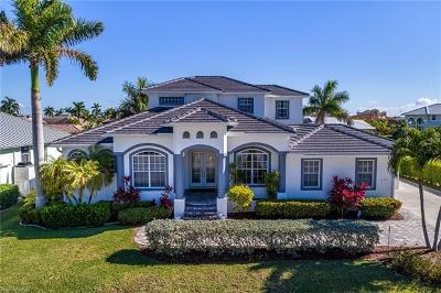 Marco Island Single Family Home For Sale: 692 Cameo Ct