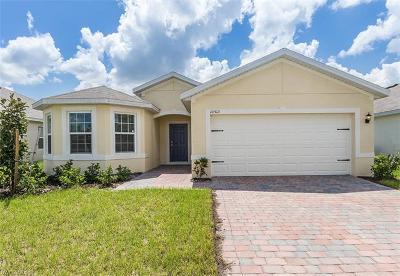 Lehigh Acres Single Family Home For Sale: 10513 Canal Brook Ln