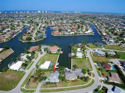 Marco Island Single Family Home For Sale: 148 S Bahama Ave
