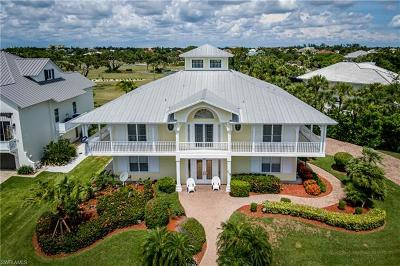 Naples, Marco Island Single Family Home For Sale: 715 Hideaway Circle W