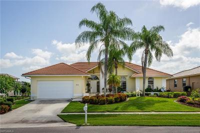 Marco Island Single Family Home For Sale: 315 Edgewater Ct
