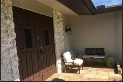 Naples Single Family Home For Sale: 493 Castle Dr