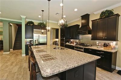 Naples, Marco Island Single Family Home For Sale: 3761 Helmsman Dr