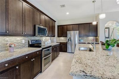Naples Single Family Home For Sale: 9323 Glenforest Dr