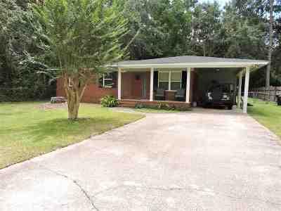 Lake Jackson Heights Single Family Home Contingent: 2007 Longview Drive
