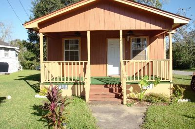 Gadsden County Single Family Home For Sale: 221 Conyers Rd