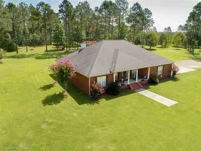 Gadsden County Single Family Home For Sale: 890 Dogwood Drive