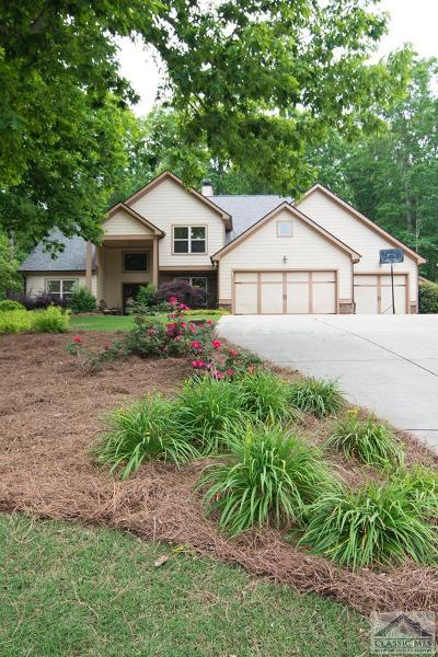 Single Family Home Active Active: 1736 Lark Trail