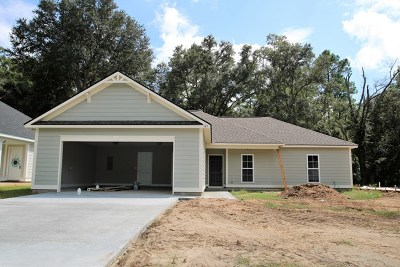 Lee County Single Family Home For Sale: 121 Senah Drive