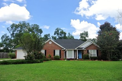 Lee County Single Family Home For Sale: 125 Ambleside Drive